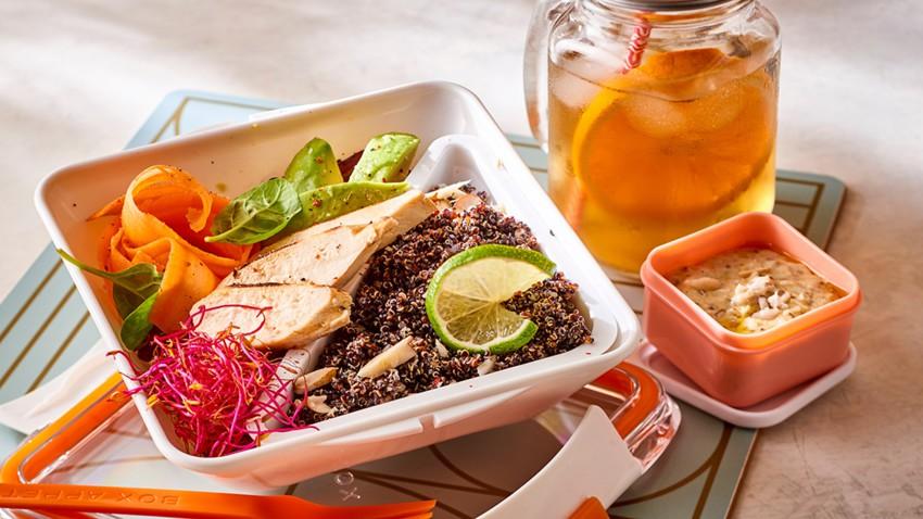 Poulet, quinoa noir et purée d'amandes